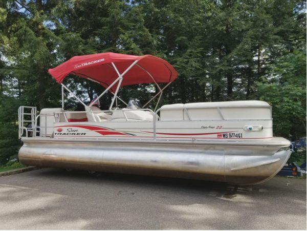 Sun Tracker Pontoon for rent